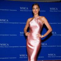 Copia el look de Irina Shayk y apúntate a los vestidos de fiesta de cuello halter