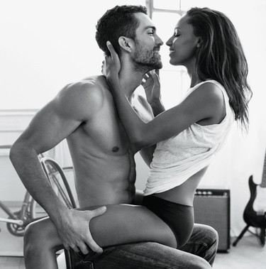 Tobias Sørensen y su novia protagonizan la nueva campaña del perfume Eternity Now de Calvin Klein