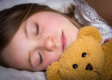 ¿Y si después de los cinco años no hay manera de quitarle el pañal de noche?: la enuresis nocturna