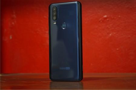 Motorola One Action, lo hemos probado: así es usar un smartphone que graba video en horizontal sosteniéndolo en vertical