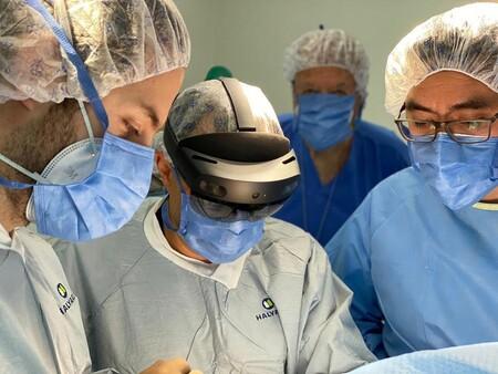 En la UNAM utilizaron hologramas para hacer cirugía a distancia de un hombro: esta es la primera operación con realidad mixta en México