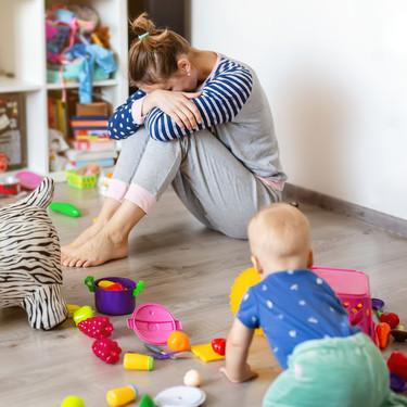 """""""Todos creen que ser madre de tiempo completo es fácil"""", la reflexión acerca de lo duro que puede ser quedarse en casa con los hijos"""
