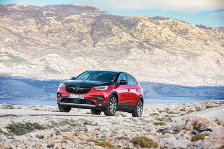 Ya se conocen los precios del Opel Grandland X Hybrid4 en Francia: 47.750 euros para este SUV híbrido enchufable