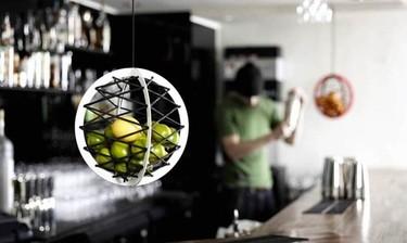 Original frutero colgante que ahorra espacio en la cocina