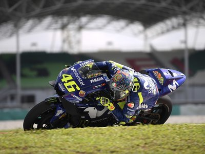 Grandes remedios para grandes males: Yamaha podrá desarrollar por sepadaro las M1 de Viñales y Rossi
