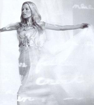 Kate Moss vestida de novia para Agent Provocateur