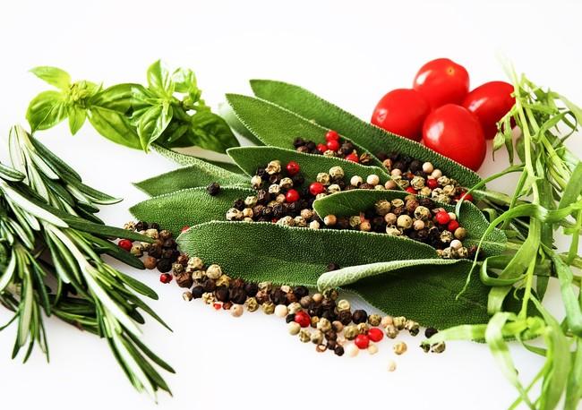15 especias para dar más sabor a tus platos: qué aportan a tu dieta y con qué alimentos combinan mejor
