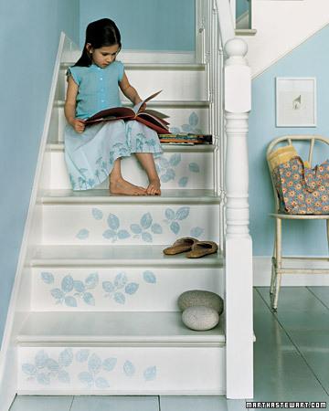Una buena idea: decora tu escalera con vinilos decorativos