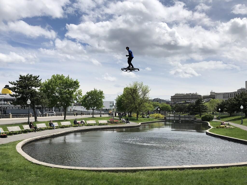 El monopatín volador finalmente es una realidad: así se vuela con el Omni Hoverboard