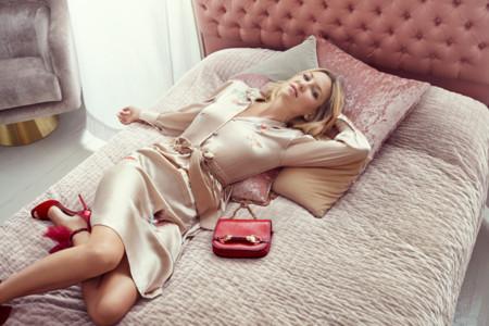 Kate Hudson Wears The Lilyth Sandal And Zadie Bag