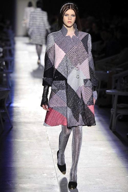 Foto de Chanel Alta Costura Otoño-Invierno 2012/2013: rosa, gris, brillos y nuevo vintage (4/61)