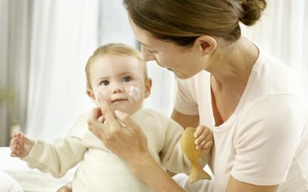 Cómo cuidar la piel atópica de bebés y niños y 21 cremas hidratantes para tratarla