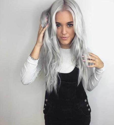 El cabello gris vuelve a ser tendencia para este otoño, ¿te apuntas?