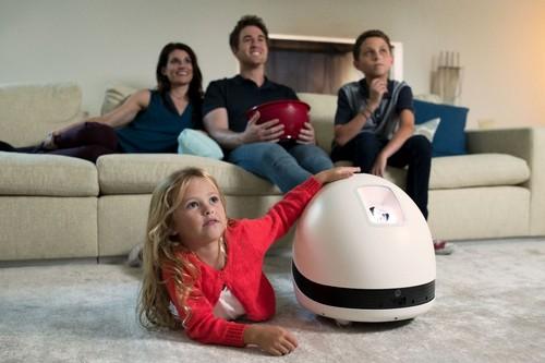 ¿Será este robot-proyector multimedia la siguiente revolución del hogar inteligente? Desde luego apunta buenas maneras