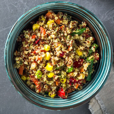 Cómo hacer quinoa esponjosa en una olla instantánea u olla de cocción lenta rápido y sin complicaciones