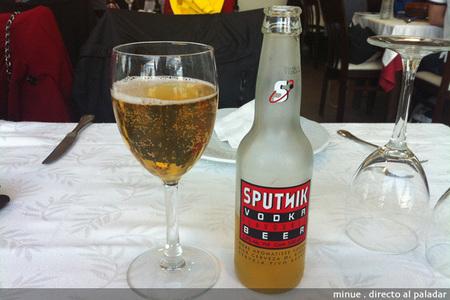 Cerveza sputnik con vodka - copa