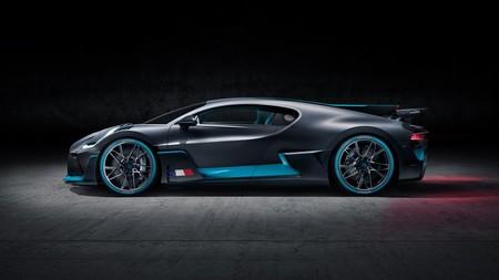 Bugatti Divo lateral