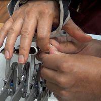 Alumno del IPN crea dispositivo de bajo costo para la rehabilitación motriz de los dedos de la mano