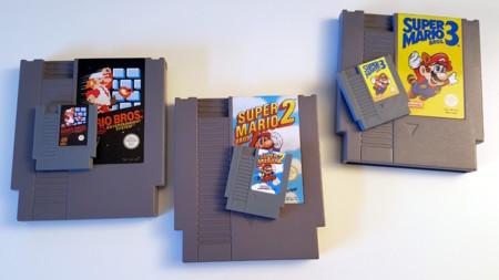 Esta Mini NES no es la oficial de Nintendo, pero es capaz de leer cartuchos pequeños y emular juegos como Pokémon