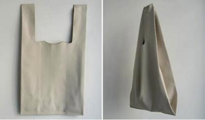 Bolsa de plástico pero de piel