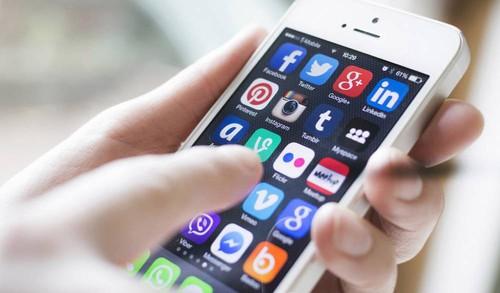 El Centro Democrático está impulsando una Ley para controlar las redes sociales en Colombia