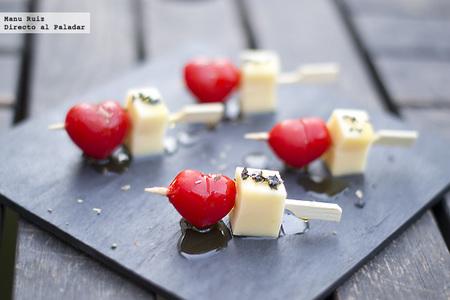 Brochetas de tomate y queso para San Valentín. Receta