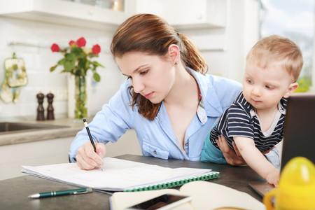 Ser madre amplía, aún más, la brecha salarial en España