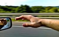 ¿Te gusta conducir? Pues no saques la mano por la ventanilla