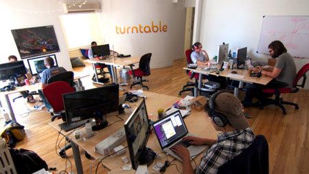 Turntable empieza a firmar acuerdos con las casas discográficas