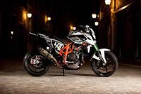 Rok Bagoroš estrena nueva montura: una KTM 690 Duke 'stunt style'