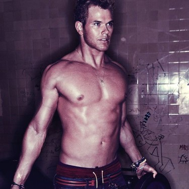 Kellan Lutz, absolutamente babeante, en Interview Magazine