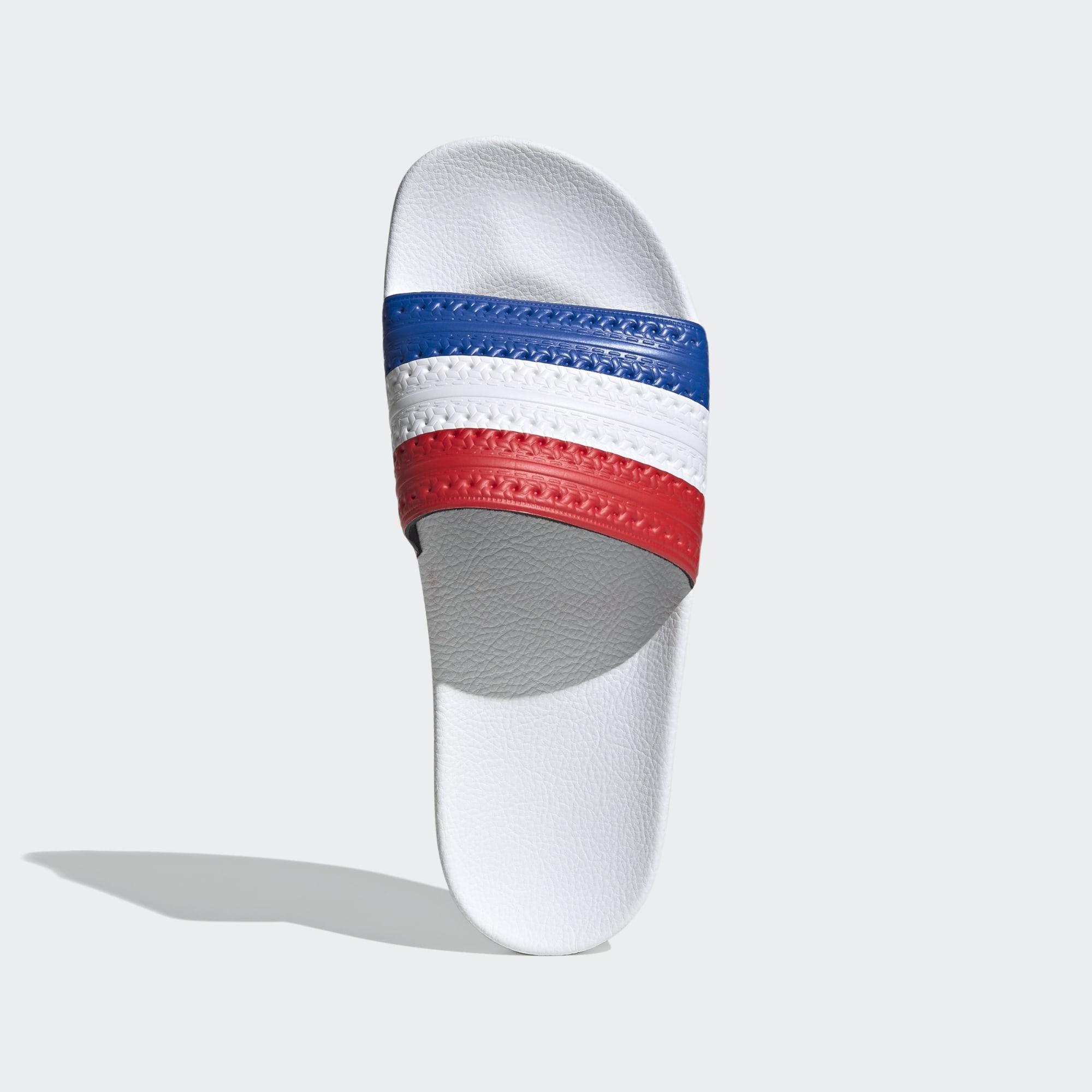 Con bandera francesa.