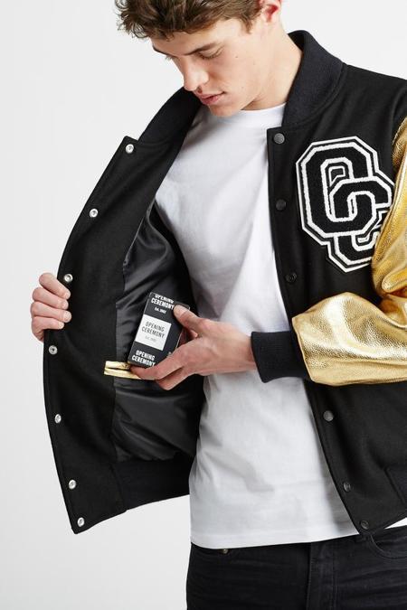 Mophie y Opening Ceremony presentan la varsity jacket que recarga tu teléfono