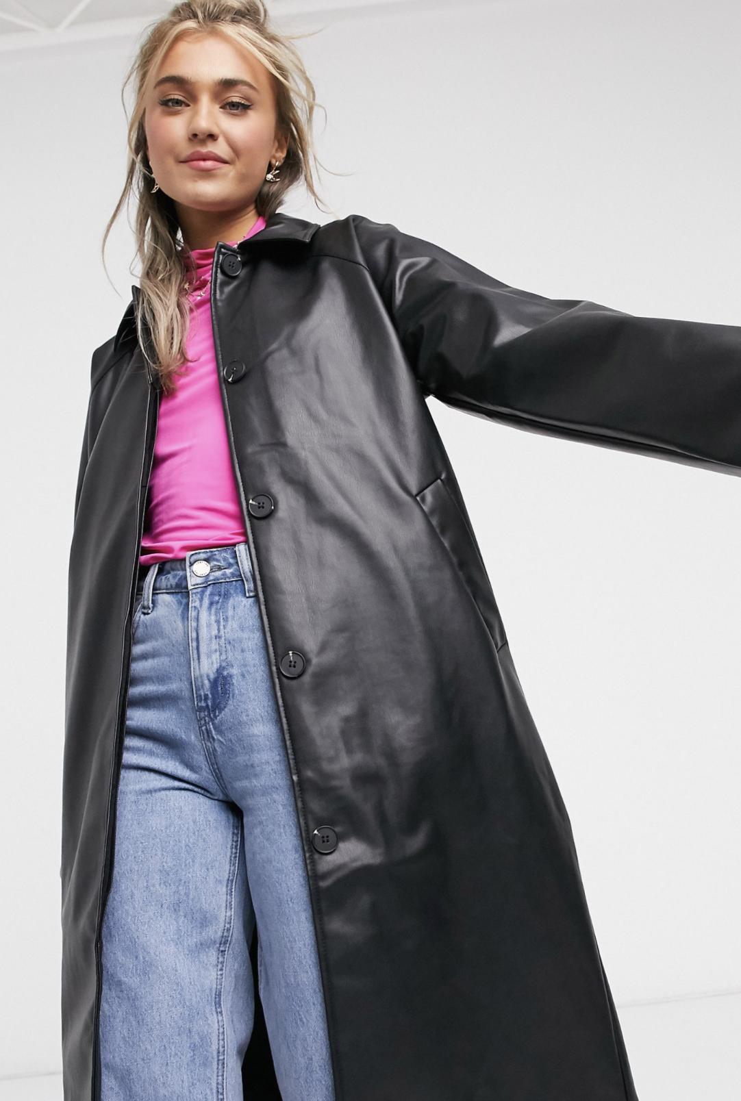Abrigo de piel sintética en negro Amira de Monki