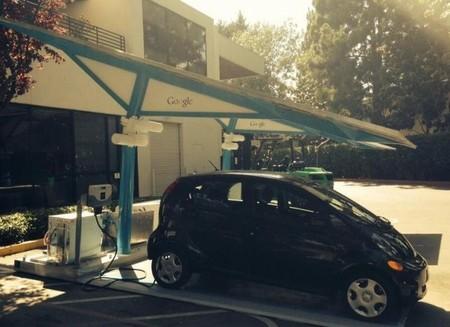 La estación de recarga autónoma que Envision Solar ha entregado a Google