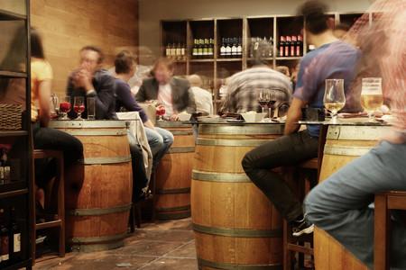El alcohol también te está matando, pero a todo el mundo le parece bien. Y es lógico que así sea