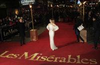 Anne Hathaway de Oscar en la premiere de Los Miserables en Londres
