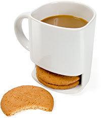 Café con leche y galletas para desayunar