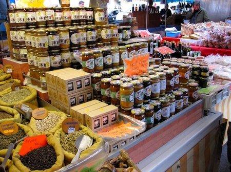 Compras gastronómicas en el mercadillo de Ajaccio