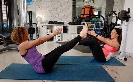 Cinco posturas de Yoga que te ayudan a entrenar tu abdomen, en vídeo