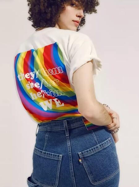 Captura De Pantalla 2021 06 01 A Las 8 48 22con OutRight Action International, una organización que trabaja para promover los derechos de las personas LGBTQIA en todo el mundo. El 100% de los ingresos netos de la colección Levi's® Pride 2021 se destinará a OutRight Action International.