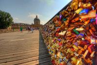 Así ha cambiado el Pont des Arts de París, el puente de los candados románticos, en siete años