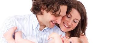 Permisos de maternidad y paternidad de 16 semanas igualitarios e intransferibles: la propuesta de Podemos llega hoy al Congreso