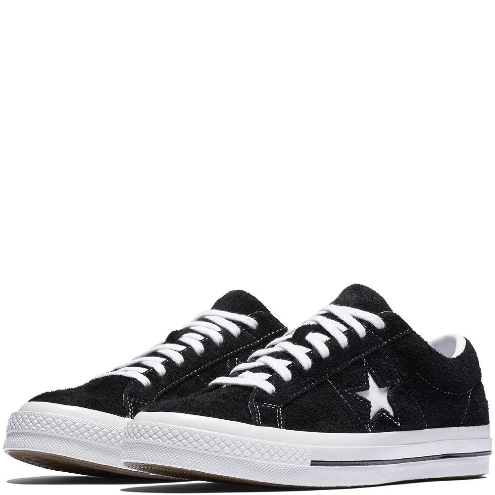 Las Converse One Star Premium Suede incorporan una parte superior premium y una plantilla amortiguada.