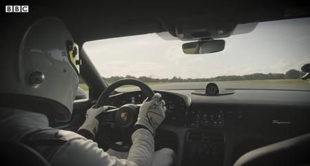 La venganza del coche eléctrico, en vídeo: el Porsche Taycan ha destrozado al Bugatti Veyron en el circuito de Top Gear