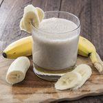 Licuado de manzana, avena y plátano. Receta de desayuno para empezar el día con energía
