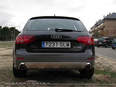 Audi A4 Allroad-12
