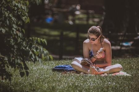 verano-chica-parque