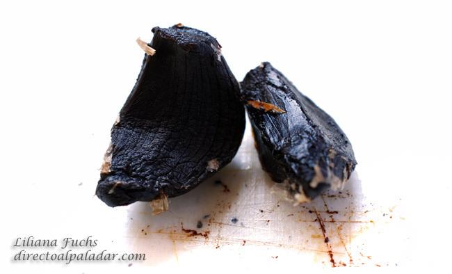 Dientes de ajo negro