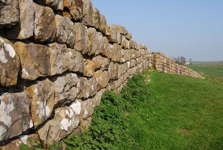 Para conocer antes que desaparezca: la Muralla de Adriano